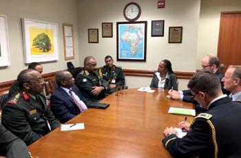 عبدالمعروف يبحث مع دبلوماسيين وعسكريين أمريكيين التعاون بين البلدين