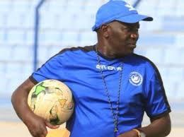 السنغالي يطالب باختيار مدرب أفضل منه لقيادة الهلال في الأبطال