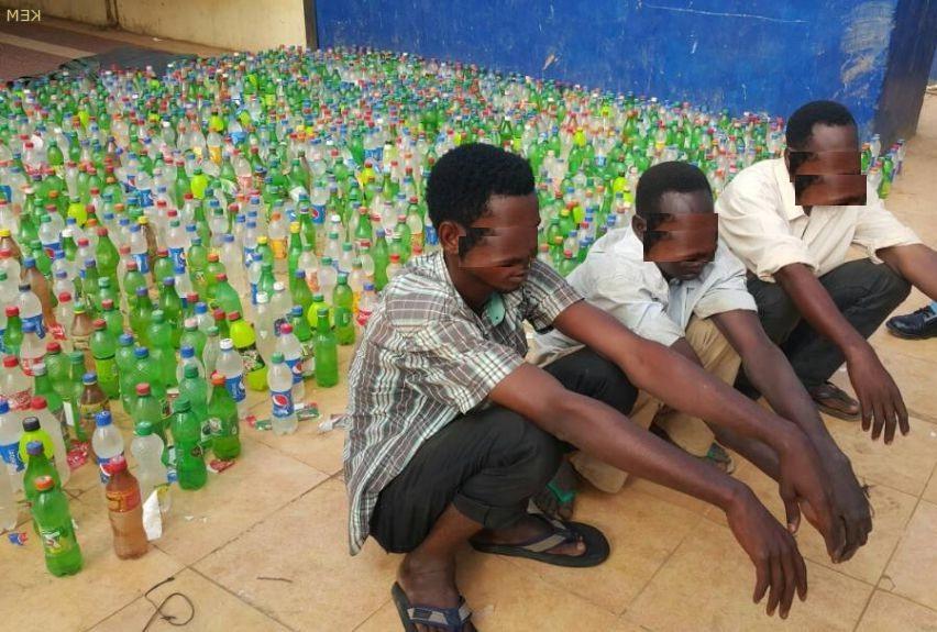 شرطة رئاسة أم درمان تضبط مصنعاً لكريستالات الخمور