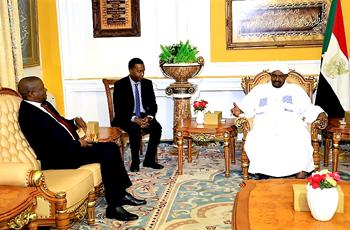 نائب رئيس جنوب أفريقيا يختتم زيارته للبلاد