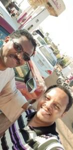 -السني-146x300 بالصور.. نجوم من قلب صفوف الوقود بالطلمبات السودانية وجمهور يطلب منهم الغناء لتلطيف أجواء الانتظار