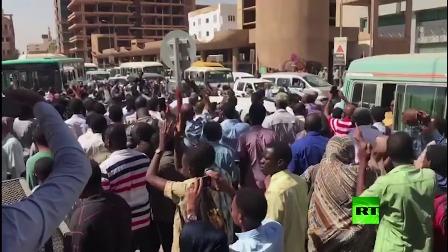 الصحة تعلن إصابة (12) من المتظاهرين وإجراء عمليتي إزالة رصاص