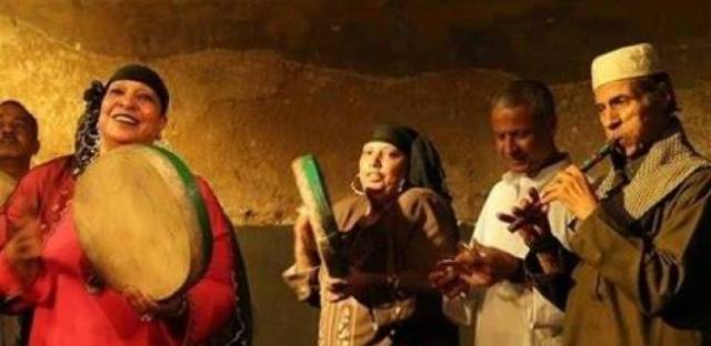 إيقاف عرض مسرحي بسبب رقص فتيات في (أغنية الدستور)