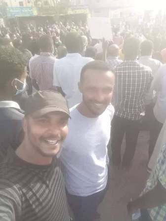 """هيثم مصطفى"""" البرنس"""" في قلب التظاهرات بالخرطوم : أشارك من أجل وطن """"حدادي مدادي"""""""
