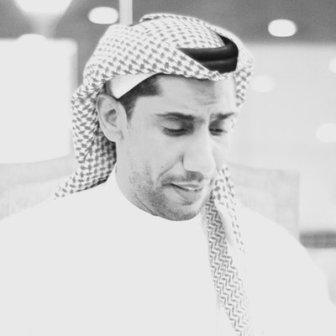 """بالفيديو .. فنان سعودي يهنئ ندى """"القلعة"""" بعيد ميلادها ويغني لها"""