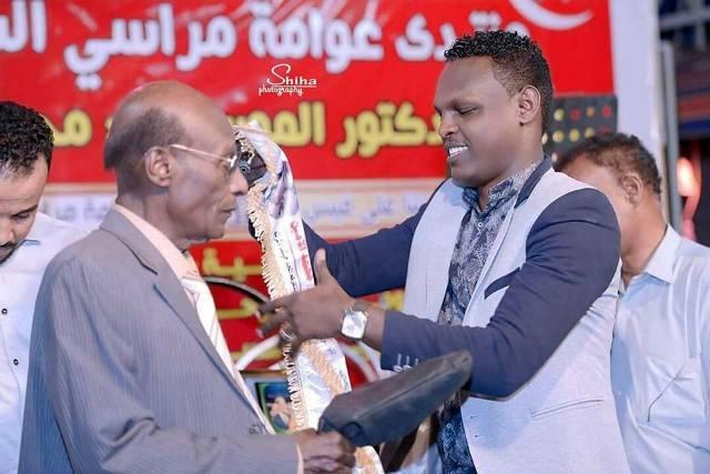 """""""محمد الأمين"""" يمنع فناني (عوامة مراسي الشوق) من ترديد أغنياته"""