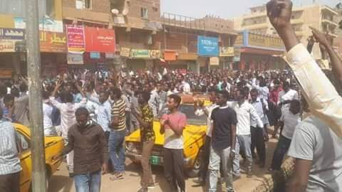 تجدد المظاهرات في قلب الخرطوم، وسط إطلاق كثيف للغاز و اعتقال العشرات