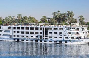"""أول رحلة نهرية بين السودان ومصر بـ""""طاقة"""" الرياح"""