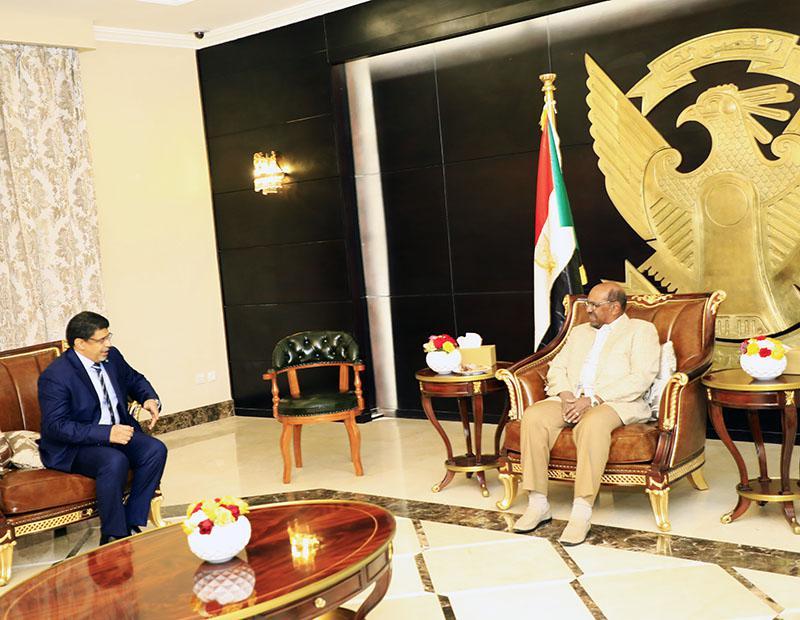 البشير يتسلم رسالة خطية من الرئيس الموريتاني