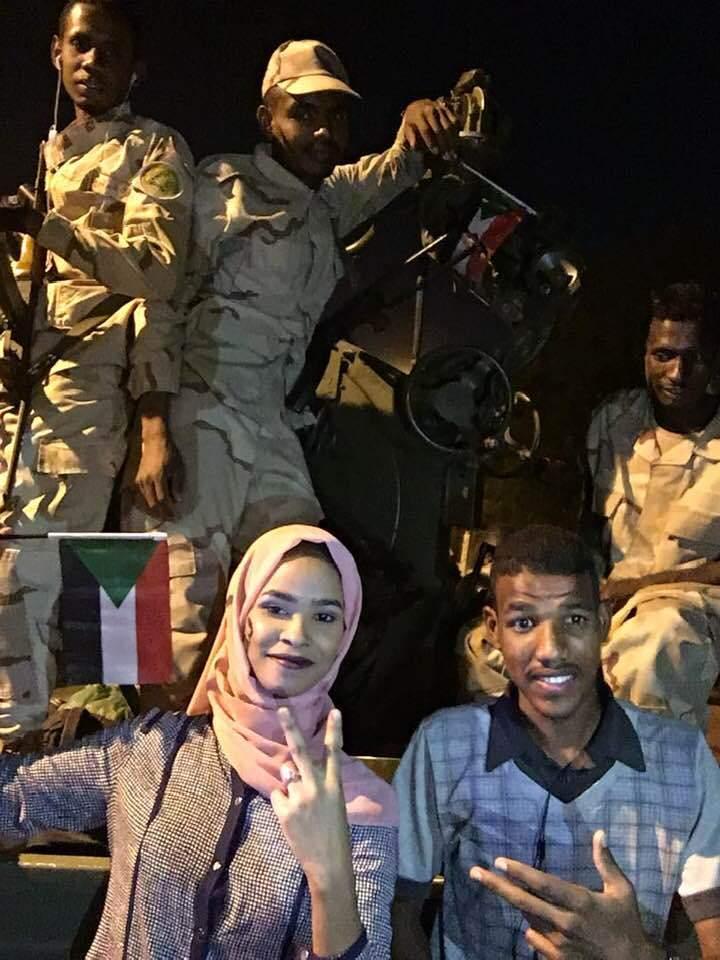 """بالصورة.. الفنانة إيلاف عبد العزيز: ستسقط الحكومة وسأتزوج """"جياشي"""""""
