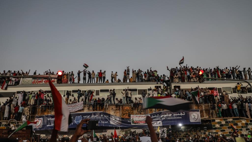 الشيوعي والوطني.. سيناريو المرحلة المُقبلة