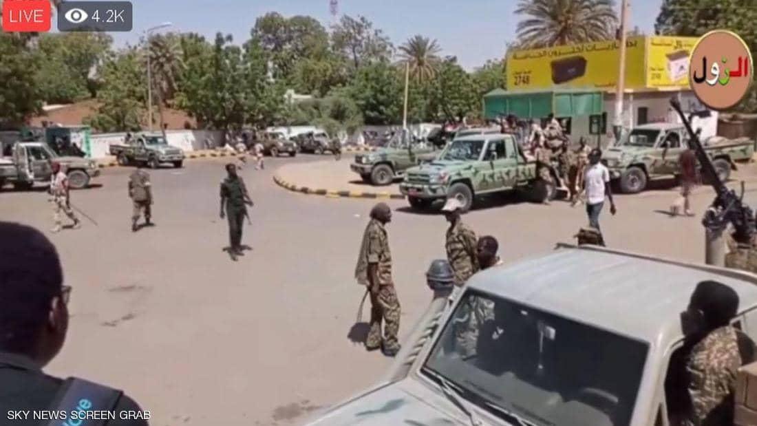 """تجمع المهنيين: محاولات من الجيش لفض """"اعتصام القيادة"""" في الخرطوم"""
