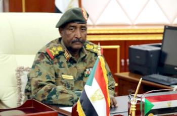 المجلس العسكري يطالب بالإفصاح الفوري عن العملة والحسابات المصرفية