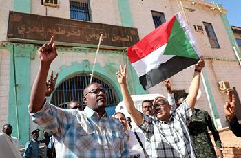 السلطات تطلق سراح البوشي وودقلبا