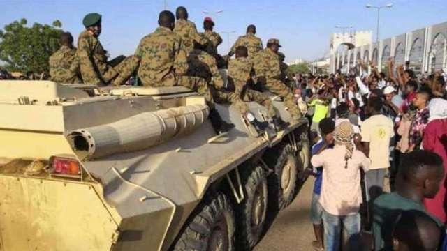 القوات المسلحة إحدى الضمانات الحقيقية للثورة