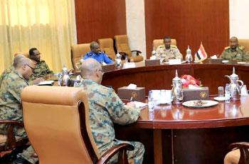 """أول اجتماع لـ""""الانتقالي العسكري"""" بالقصر الجمهوري"""