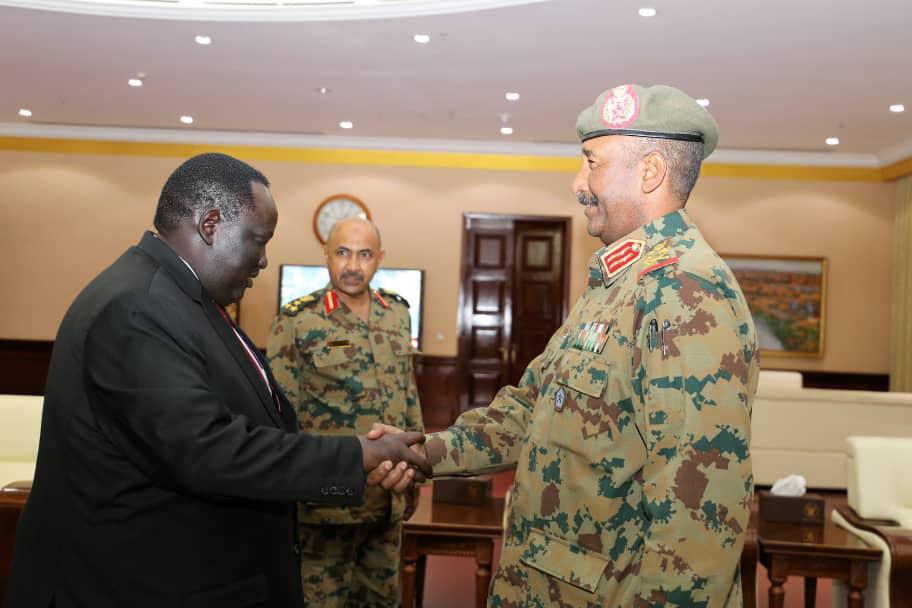 سلفاكير يدعم المجلس العسكري في السودان