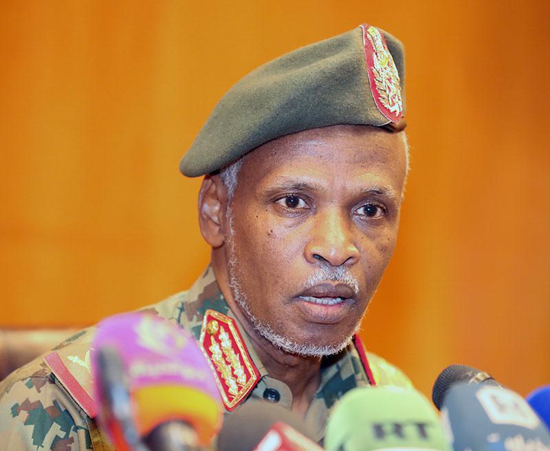 فوضى وهرج خلال لقاء المجلس العسكري بالقوى السياسية