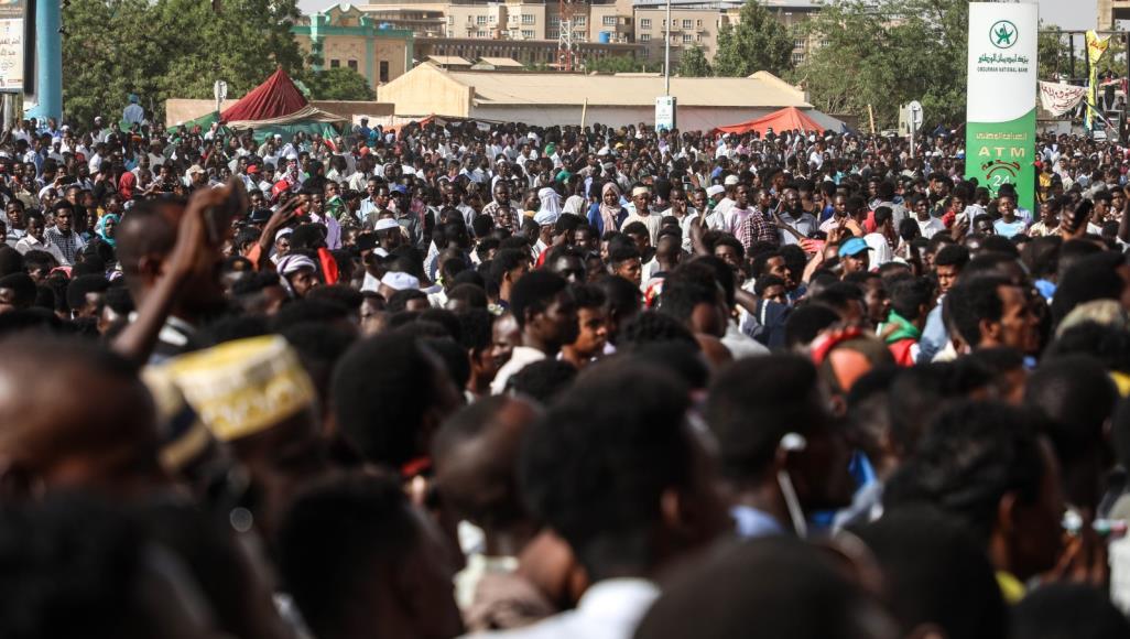 فورين بوليسي: ثورتا السودان والجزائر.. ما يمكن تعلمه من فشل الثورة المصرية