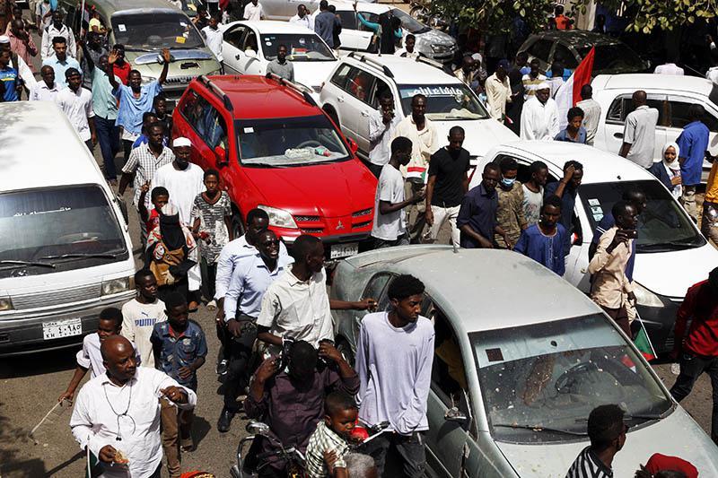 شلل تام لحركة المرور بوسط الخرطوم