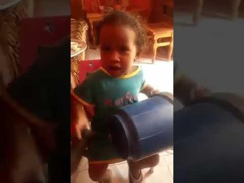 بالفيديو: طفلة عمرها أقل من سنتين تؤكد لرواد المواقع نجاح الثورة السودانية وتحصد آلاف المشاهدات