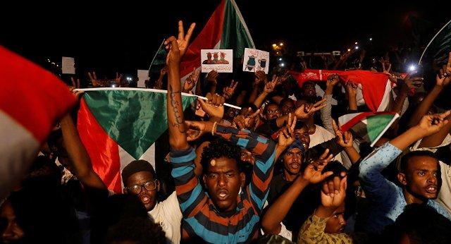 مقتل امرأة وجنينها برصاص جندي مخمور بشارع النيل