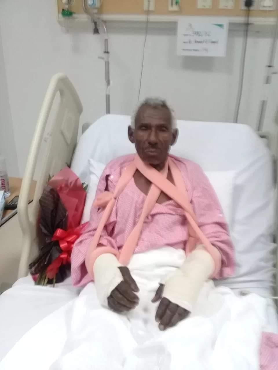 بالصورة : الاعتداء على مقيم سوداني بالسعودية ونهبه بعد كسر أطرافه