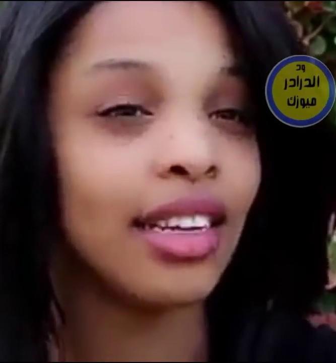 بالفيديو : الفنانة رؤى محمد نعيم سعد تحصد الاعجاب بشعر (منكوش) بعيدا عن والدها