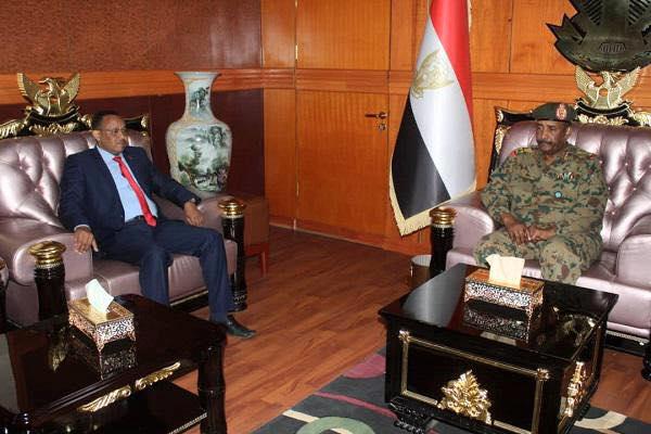 رئيس المجلس العسكري يلتقي السفير الاريتري بالخرطوم