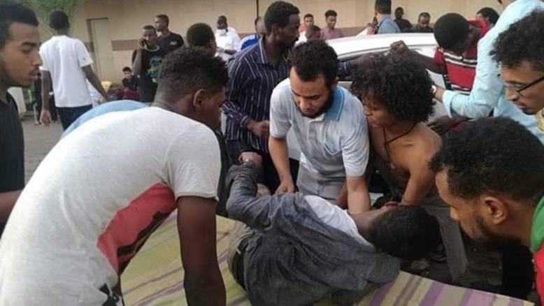 بالفيديو : ناج من مجزرة فض الاعتصام بالخرطوم: عدد القتلى تجاوز 500