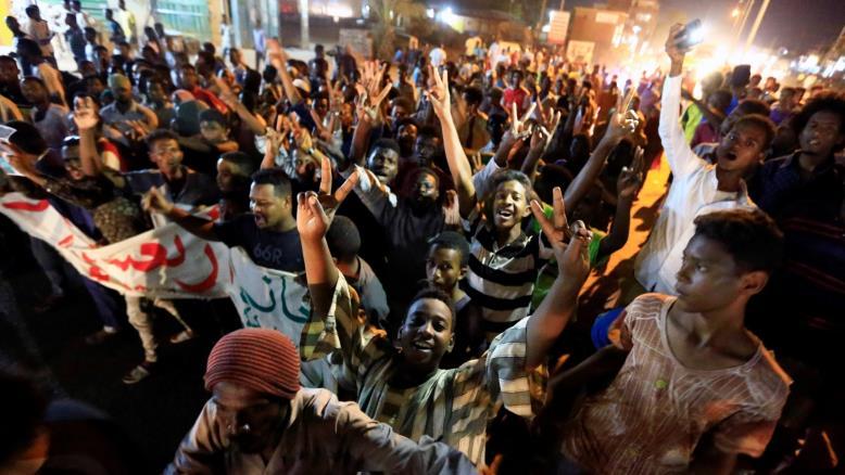 الخرطوم : مظاهرات تطالب بالعدالة وتفاصيل تؤجل اتفاق المرحلة الانتقالية