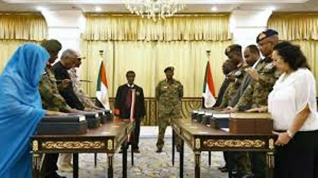 المدنيون والعسكريون في السيادي.. مهددات الشراكة