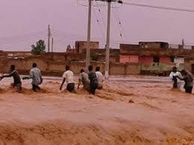 النيل الأزرق يحاصر أم بنين ويحدث بعض الأضرار
