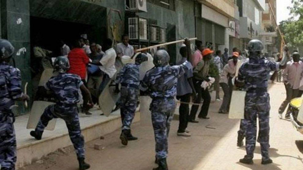 الشرطة تكشف التفاصيل الكاملة لمقتل شرطي ضرباً بالحجارة أثناء المظاهرات
