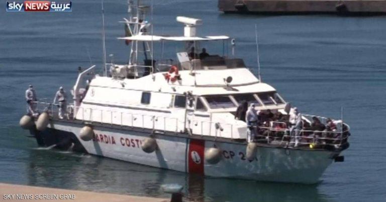 سفينة تنقذ (356) مهاجرا في المتوسط غالبيتهم سودانيون وتبحث عن مرفأ آمن لإنزالهم
