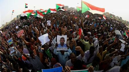 سودان ما بعد البشير.. من الثورة إلى الإعلان الدستوري