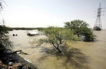 مقتل شخصين بحادث سقوط سيارة في النيل