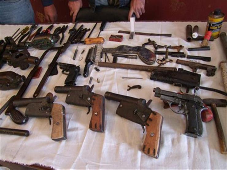 المحكمة تصادر أسلحة وتدين شاباً بحيازتها