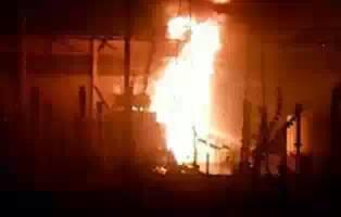 بالفيديو : حريق هائل بشارع النيل .. تعرف على السبب