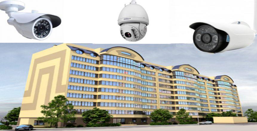 لصوص يسرقون كاميرات المراقبة