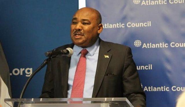 وزير المالية يغرّد مودعاً عقب قبول استقالته