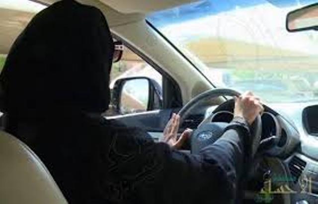 المرور: النساء أكثر انضباطاً والتزاماً في القيادة