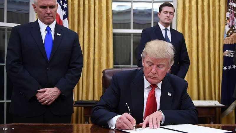 """بأمر ترامب.. قرار رسمي لرفع """"سن المدخنين"""""""