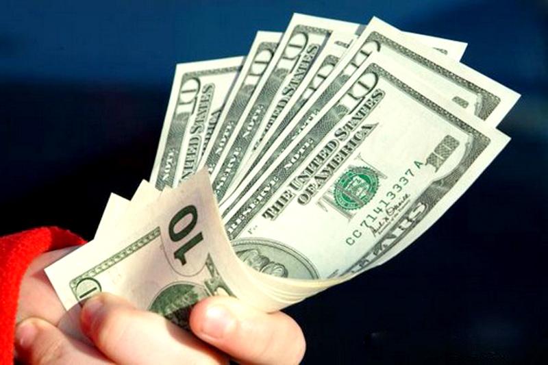 الدولار يواصل رحلة الصعود في السوق الموازي