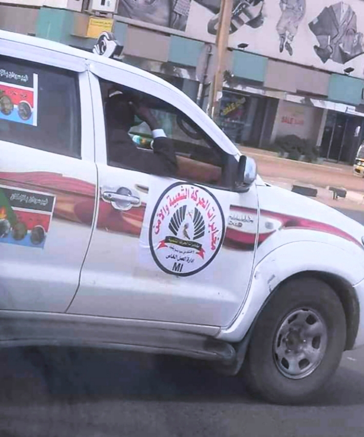 شاهد بالصورة: رصد ( عربة ) مُريبة بشوارع الخرطوم تثير الدهشة في أوساط رواد مواقع التواصل