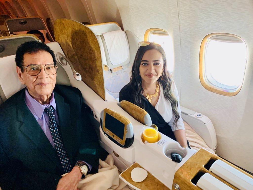 شاهد بالصور: الاعلامية (رفيدة ياسين) ترافق الأستاذ الكابلي وأسرته من دبي إلى الخرطوم قادماً من أمريكا