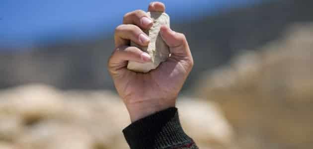 مقتل مواطن بالحجارة لعدم رده السلام
