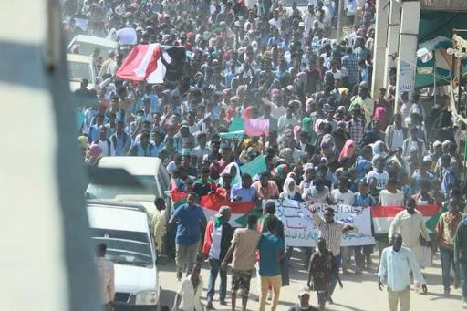 مواكب حاشدة بالخرطوم والولايات تطالب بالقصاص واستكمال هياكل الحكم المدني