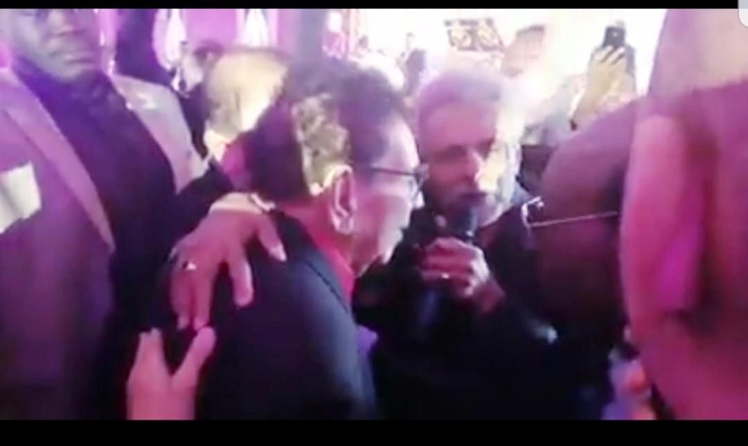 انتقاد واسع للفنان (ابوعركي البخيت) لإحراج زميله الموسيقار (ود الأمين) خلال حفل تكريم (الكابلي)