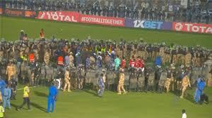شاهد بالفيديو :شغب جماهير الهلال أمام الأهلي المصري ودخول قوات الجيش والشرطة!